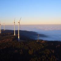 Windpark über den Wolken